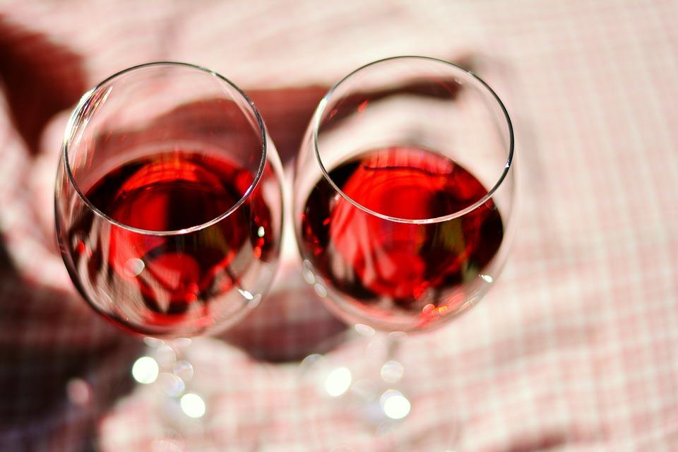 Klare wijn in heldere glazen: wat schenk je waarin?