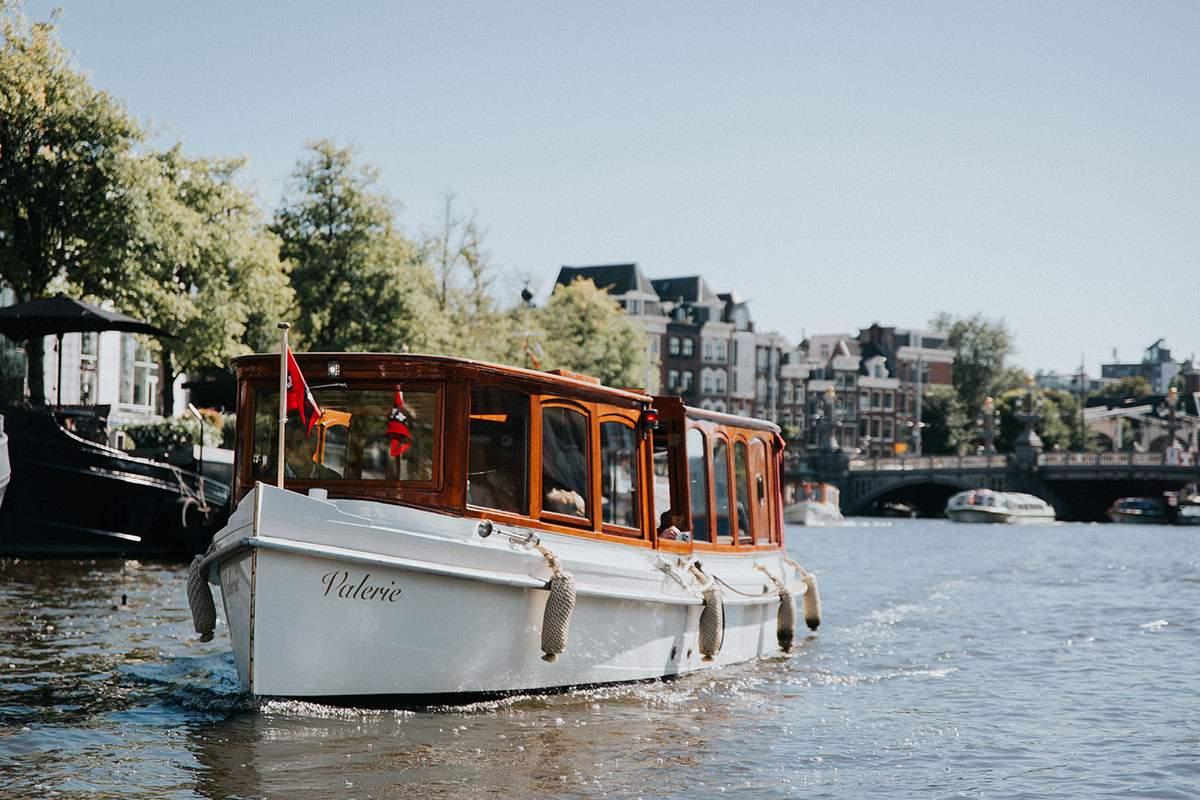 Prachtige salonboot huren in Amsterdam