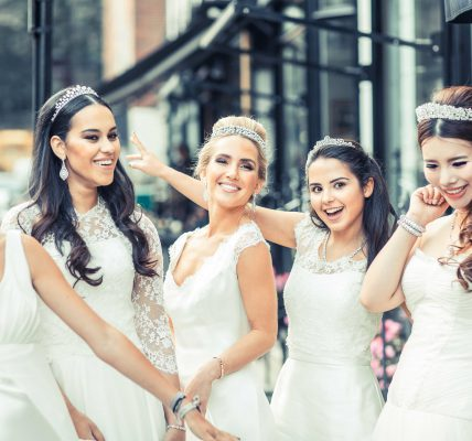 Bruidsmeisjes jurken welke stijl past bij jouw bruiloft_