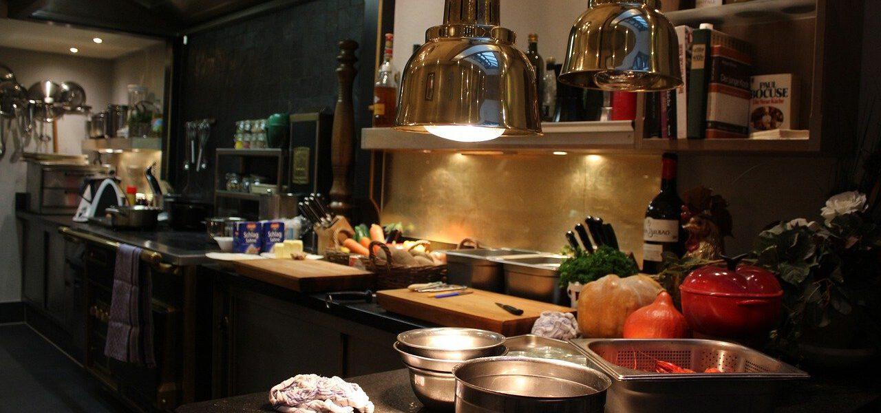 De belangrijkste keukenapparatuur in de horeca