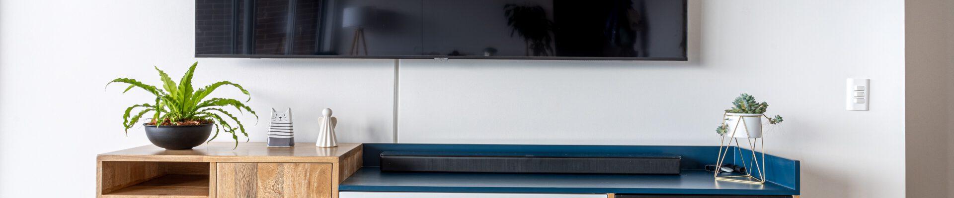 Waarom een industriële tv-kast niet mag missen in jouw interieur